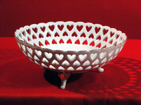 "D0124-8""A - OPENWORK OVAL TRAY W/ HEART DESIGN"