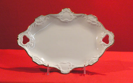 "D0051-10.5"" - EMBOSSED OVAL PLATE"